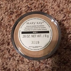 Mary Kay mineral powder foundation shade Beige 1